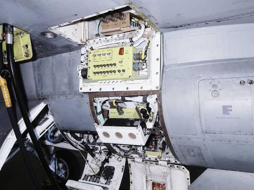 F-16 uçağı pilotsuz bilgisayar sistemi