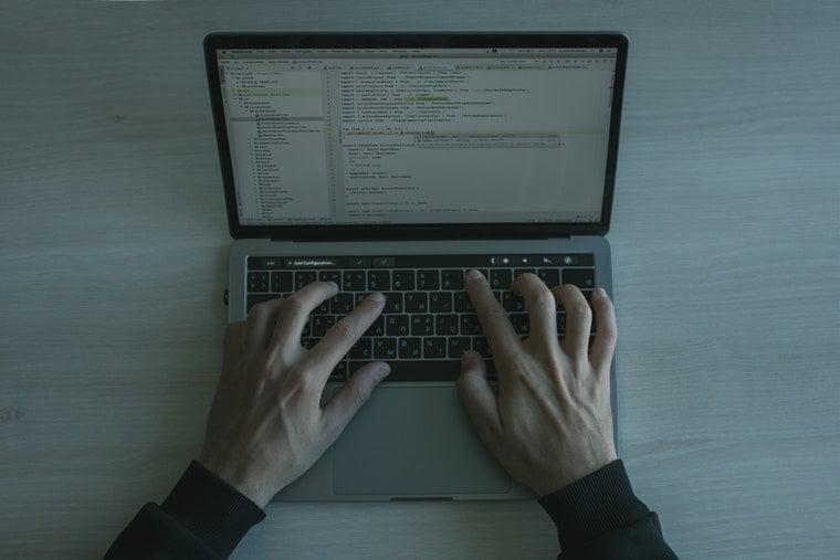 Bilgisayar Mühendisliği Öğrencileri İçin En İyi Laptoplar Listesi 2021